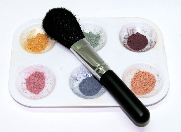 resuable-6-well-makeup-tray.jpg